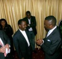 Les Hon. Augustin Katumba Mwanke (à g.) et Vital Kemerhe (à dr.) lors de l'annonce vendredi 9 novembre 2007 au GHK à Kinshasa de la restructuration de l'Amp.